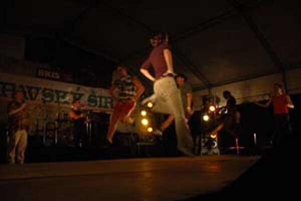 Írsky tanec si mohli vyskúšať aj odvážlivci z publika.
