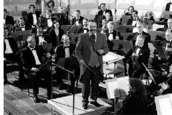 Melódie a árie z operietRazantný zvuk orchestra Johann Strauss Orchester Coburg, ktorý často hrá skladby v pôvodnej inštrumentácii, poznajú poslucháči nielen v nemecky hovoriacich oblastiach. Orchester hosťoval napríklad na Kanárskych ostrovoch, v Japons