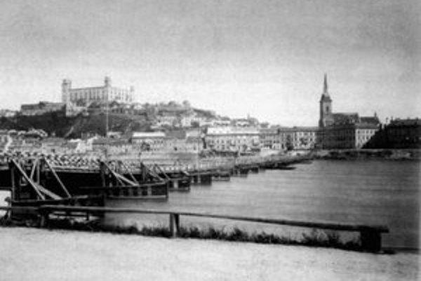 Drevený most k Dómu sv. Martina.