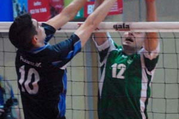 Jednou z opôr volejbalistov VKP by mal byť v tejto sezóne Andrej Patúc (vľavo).