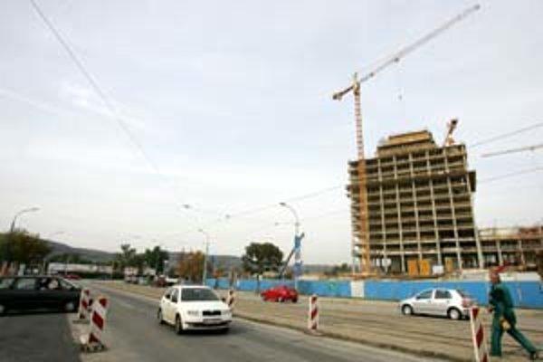 Predĺženie Tomášikovej ulice krížom cez zastavanú zónu po Račiansku je strategickou stavbou.