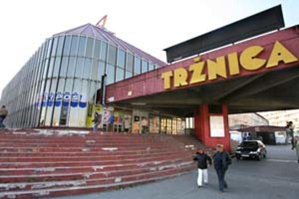 Nová tržnica na Trnavskom mýte vznikla v rokoch 1978 až 1981. Je dielom architekta Ivana Matušíka, ktorý navrhol aj podobu Kamenného námestia.