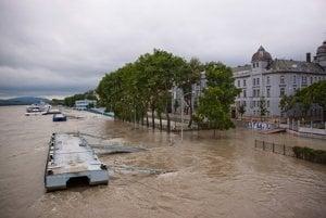 Dunaj na Gondovej v utorok na obed. FOTO SME - ANDREJ SARVAŠ