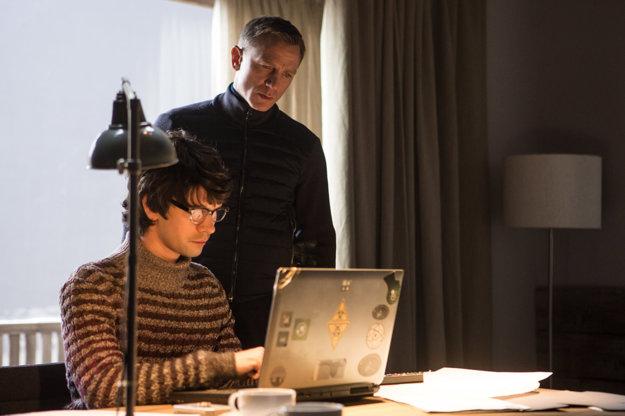Daniel Craig s Benom Whishaw v úlohe technologického maníka Q.
