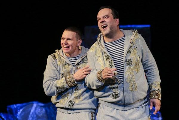 Michal Kubovčík a Sveťo Malachovský vytvorili spolu v divadle šikovnú komickú dvojicu, čo je v našich končinách vzácne. Škoda, že  režijne bola  neutiahnutá.