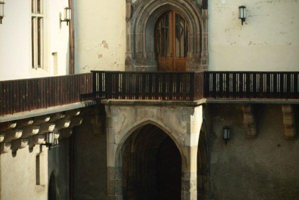 Portál, ktorý slúži ako vstup do kaplnky.