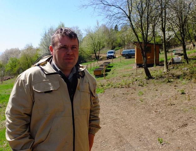 Včelár musí mať cit. Hovorí Vladimír Bahurinský.