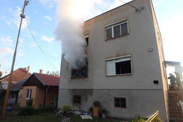 V rodinnom dome horelo. Nikto sa nezranil.