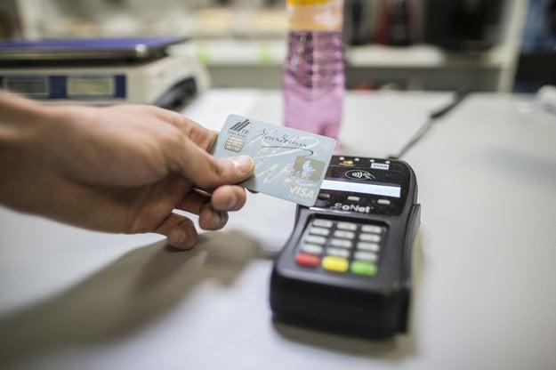 Platba mobilom v obchode nie je oveľa komplikovanejšia než použitie karty.