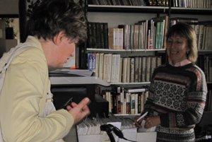 Zlúčenie knižnice s kultúrnym centrom je podľa riaditeľky Kataríny Gabrišovej (vpravo) riskantné.