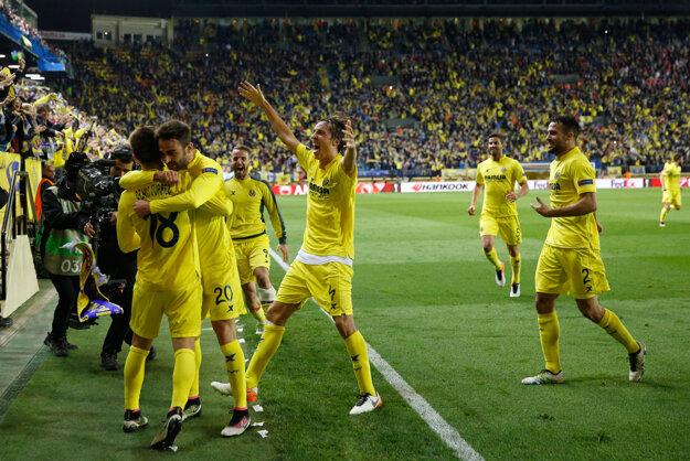 Hráči Villarealu sa tešia z gólu.