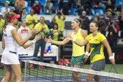 Austrálčanka Stosurová (v žltom tričku naľavo) sa začiatkom februára predstavila v rámci fedcupových povinností aj v Bratislave.