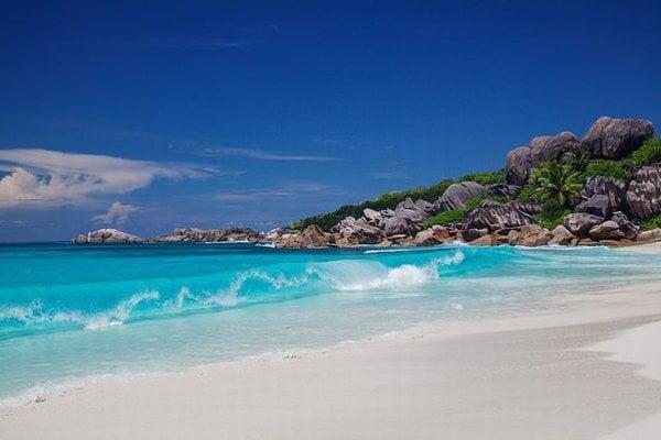 Teplé more a pokoj na pláži si možno vychutnať aj na jeseň.