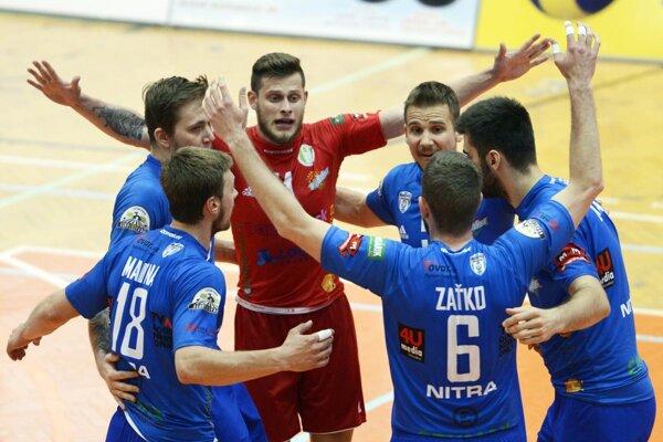 Volejbalisti Nitry v nedeľu porazili Prešov 3:0 a v dnešnom štvrtom dueli môžu vyrovnať stav série na 2:2. Finále sa hrá na štyri víťazné zápasy.