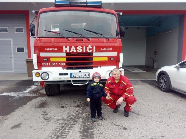 Na foto veliteľ hasičského zboru, Ľuboš Ziman.