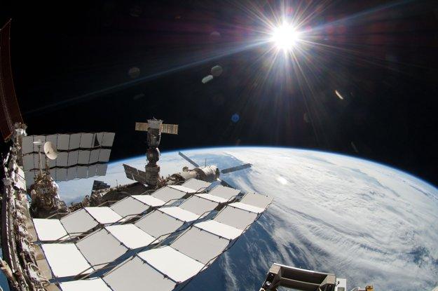 záber Slnka z Medzinárodnej vesmírnej stanice.