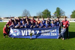 Hráčky Partizána Bardejov sa tešia zo zisku Slovenského pohára.