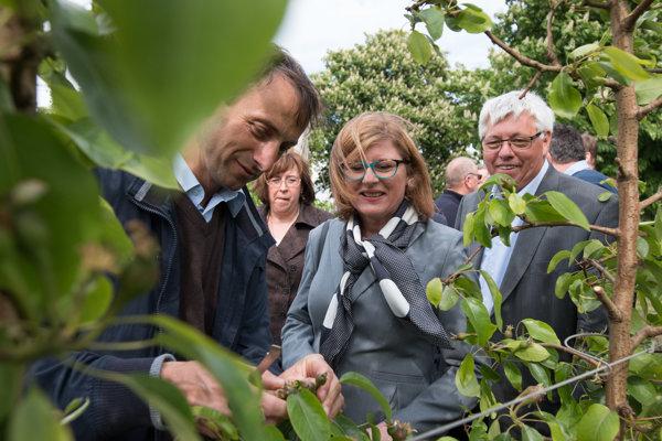 Poškodenú úrodu si prezrela aj ministerka Matečná.