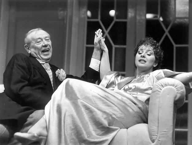 Sladký domov (1988), Karol Machata (Leicester Paton), Kamila Magálová (Victoria)