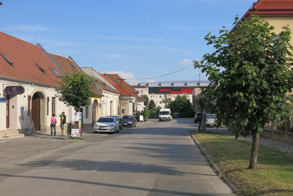 Halenárska ulica je v zlom stave už roky.