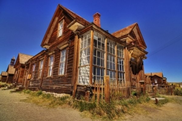 V roku 1943 žili v mestečku Bodie poslední traja obyvatelia, ktorí strážili opustené domy pred vandalmi. Dnes je z tohto mesta duchov múzeum nazvané Bodie State Historic Park. Zachovalo sa 170 stavieb, mnohé domy sú dodnes zariadené pôvodným nábytkom.