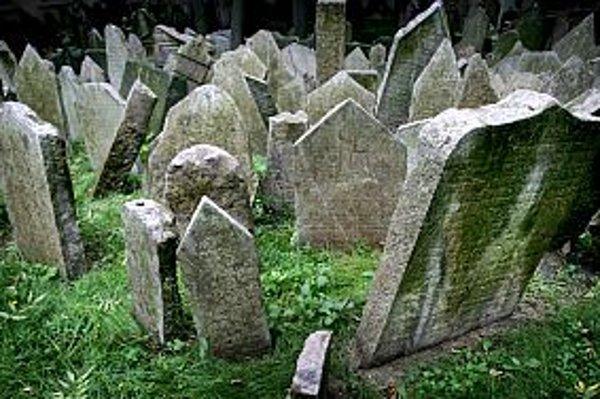 Starý židovský cintorín v Prahe podľa rabína Sidona zanecháva pamiatku velikánov židovskej civilizácie, ako bol pražský rabi Löw, známy ako Maharal.Fotografie vznikli s povolením Židovského múzea v Prahe.