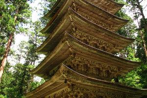 Symbolom púte na horu Haguro je päťposchodová pagoda.