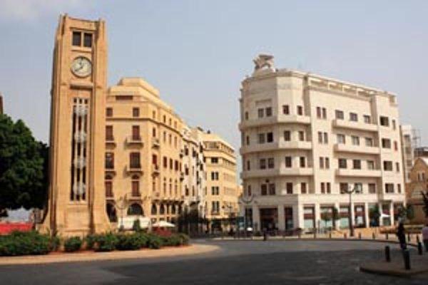 Námestie Place de l'Etoile v centre mesta bolo počas občianskej vojny úplne zničené. Budovy obnovili kameň po kameni podľa pôvodných plánov.