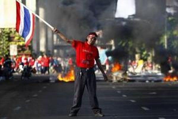 Ani populárne destinácie ako thajský Bangkok sa v tomto roku nevyhli problémom a demonštráciám.