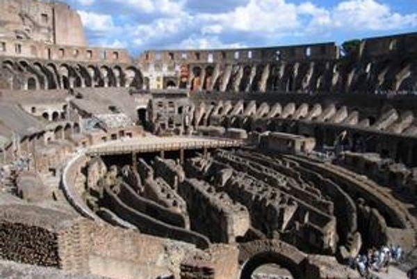 Pod arénou Kolosea je dômyselný systém chodieb a tunelov.