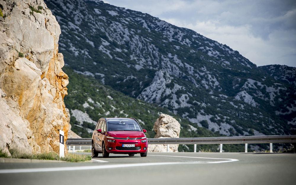 Diaľnice sú v tomto období prázdne a mimo špičiek sú voľné aj cesty pri pobreží. V lete si takúto pokojnú jazdu bez stresu v Chorvátsku len ťažko užijete.