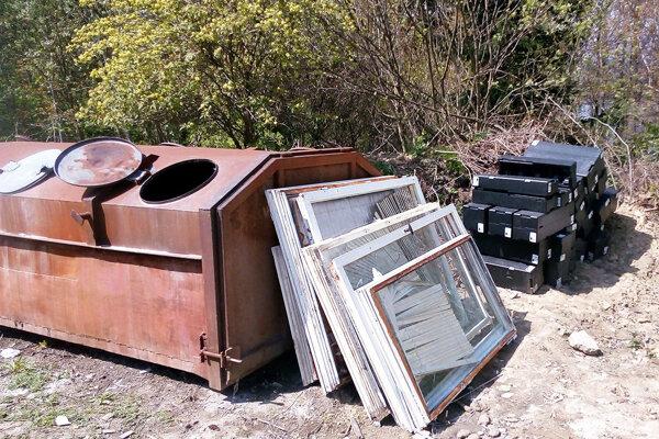 Stavebný odpad do kontajnera nepatrí.
