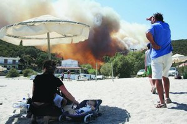 Na ostrove Evia evakuovali celé dediny, dotklo sa to aj slovenských turistov.