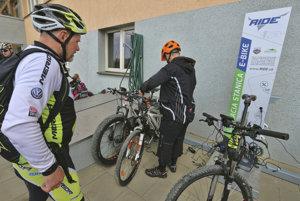 Na Kráľovej studni funguje prvá nabíjacia a servisná stanica pre elektrobicykle na Slovensku.