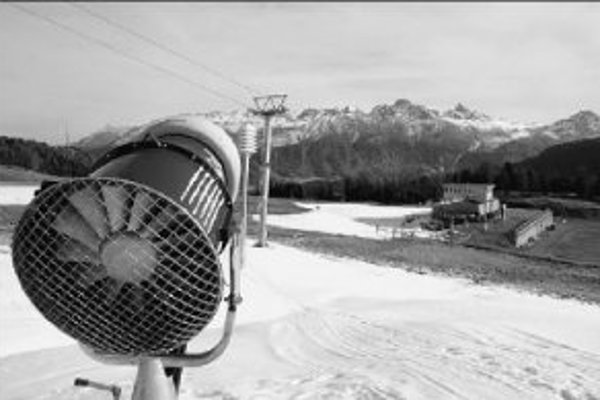 Aj švajčiarsky St. Moritz mal byť v decembri hostiteľom pretekov Svetového pohára žien v alpských lyžiarskych disciplinách. Pre nedostatok snehu a teplé počasie museli byť preteky po prvý raz od roku 1999 zrušené.