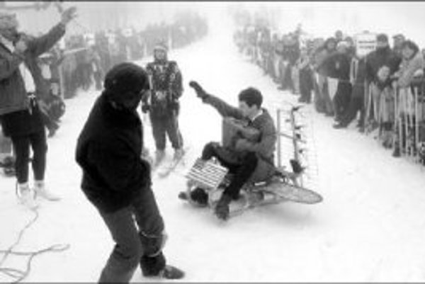 V Skalke nad Kremnicou sa takto minulý rok lúčili so snehom. Od lyžiarskych stredíska sa dnes už očakáva, že pripravia aj zábavu.
