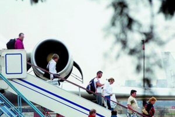Slovenské aerolínie budú musieť vyhlásiť bankrot aj napriek tomu, že sa im začalo dariť. Dôvodom sú veľké dlhy z minulosti.