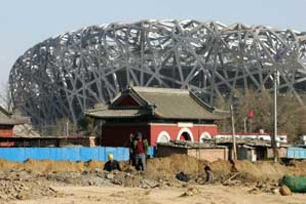 Takmer pol milióna Číňanov sa prihlásilo, že budú dobrovoľne pomáhať počas olympiády.