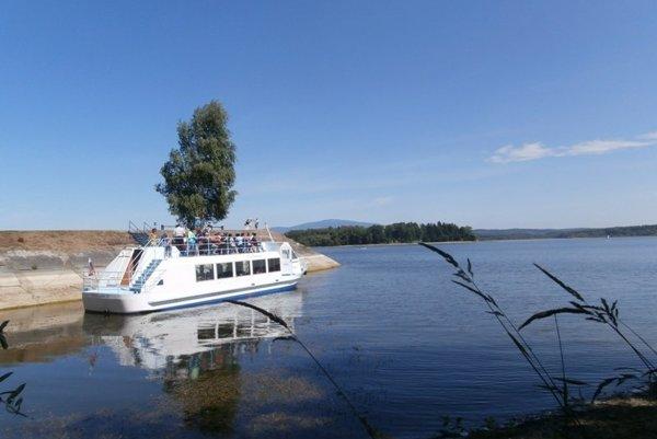 Na lodi sa nachádza 80 miest na sedenie.