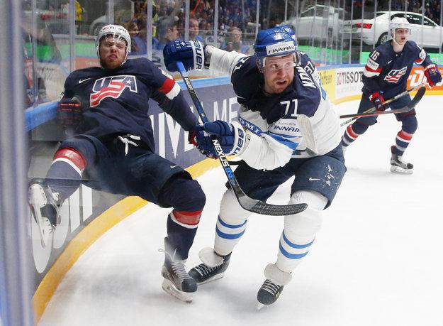 Leo Komarov (v strede) patrí medzi najväčšie hviezdy fínskeho výberu.
