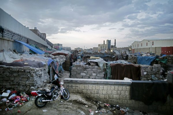 Ďalšia z tvári slumového mestečka v jemenskom meste Saná.