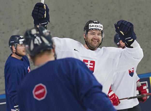 Andrej Meszároš sa teší počas tréningu slovenského tímu.