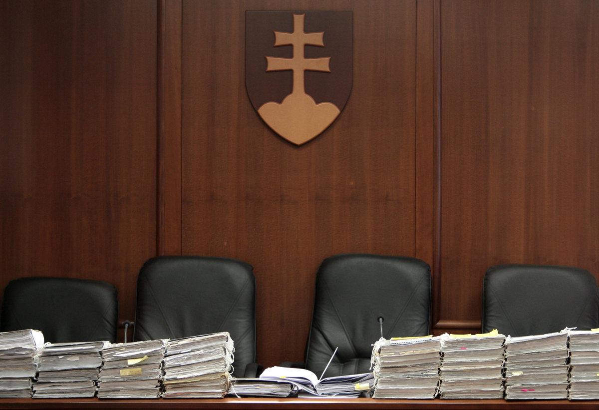 Advokát takáčovcov Ribár zostane vo väzbe do konca mája - SME