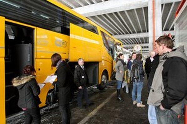 Žlté autobusy do Banskej Bystrice zostávajú.
