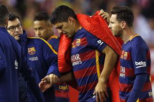 Luis Suárez (v strede).