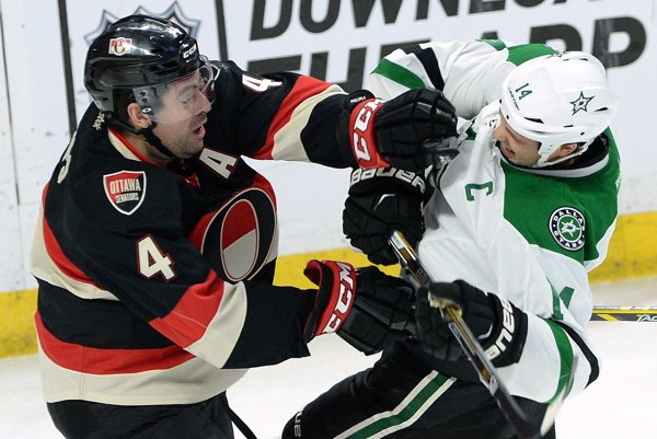 Chris Phillips celú svoju profesionálnu kariéru v NHL spojil s klubom Ottawa Senators.