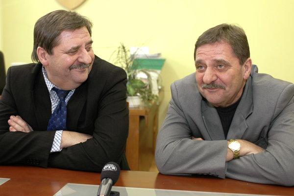 Jozef (vľavo) a Ján Čapkovičovci pri oslave 60. narodenín.