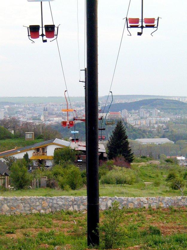 Pohľad na dolnú stanicu lanovky, rok 2001.