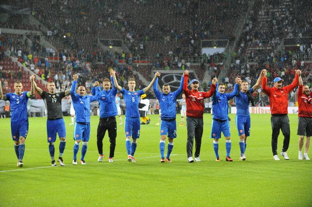 V Augsburgu pripravili naši futbalisti skvelým slovenským fanúšikom ten najkrajší darček - triumf nad jednou z najrešpektovanejších svetových reprezentácií.