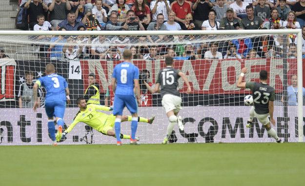 Nemcov poslal do vedenia úspešne zrealizovanou penaltou Mario Gómez.